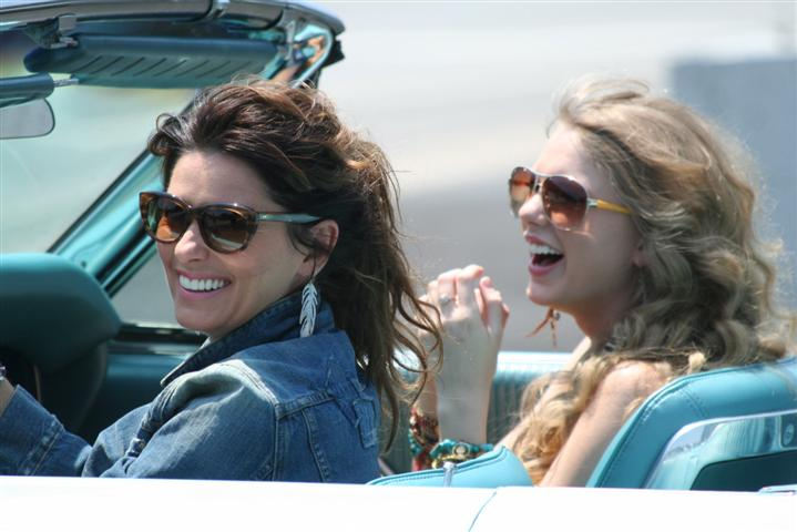 Photo of Taylor Swift and Shania Twain take our Ford for a Ride!
